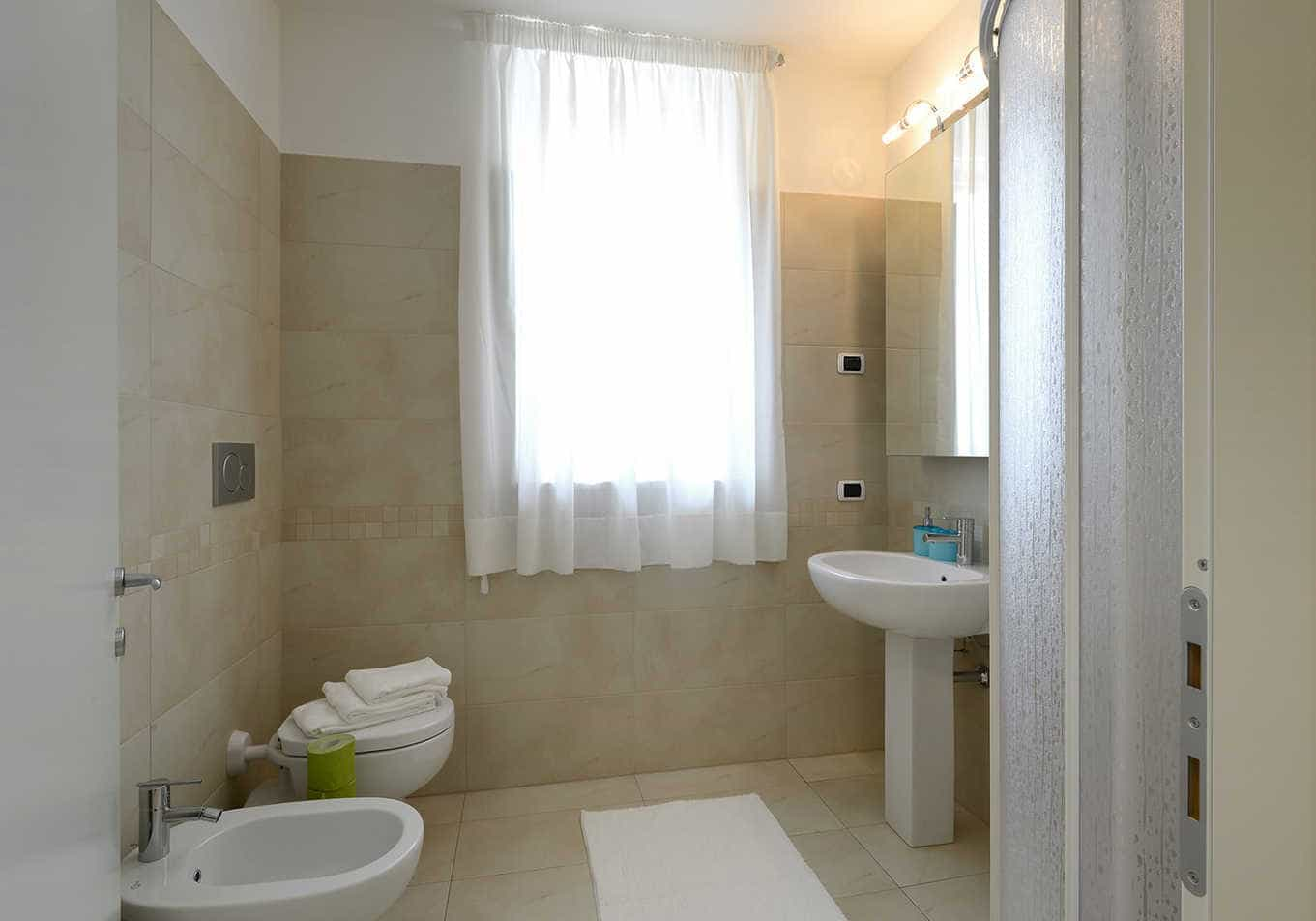 rent-milan-apartment-romeo-bathroom-